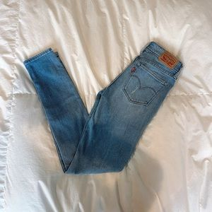 Mid rise Levi ripped skinny jeans